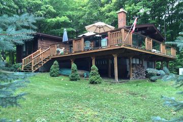 Pet Friendly Lakefront Cottage