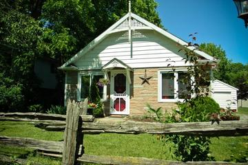 Pet Friendly Doll House Cottage in Old Town