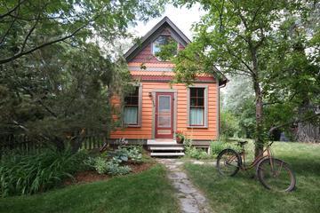Pet Friendly Orange Cottage a Go-Go