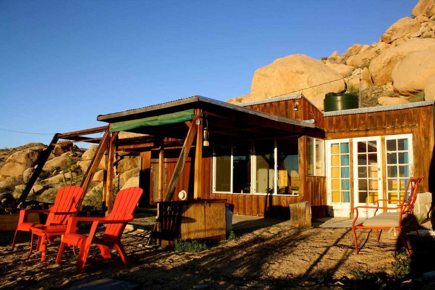 pioneertown chat sites Joshua tree sits roughly two and a half hours east of los angeles by car, a majestic desert paradise of 792,510 acres of national park lands squished between the palm-tree lined boulevards.
