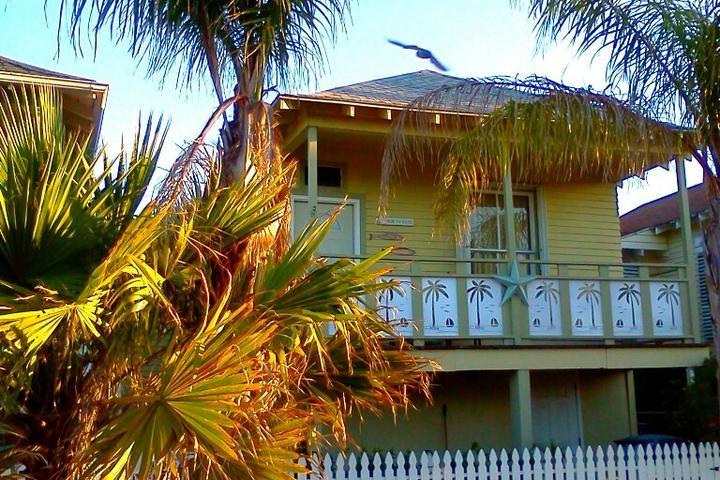 Terrific Pet Friendly Vacation Rentals In Galveston Tx Bring Fido Home Interior And Landscaping Elinuenasavecom