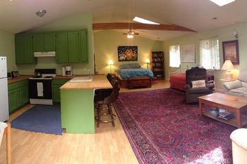 Pet Friendly Tree House Studio Near Redwoods