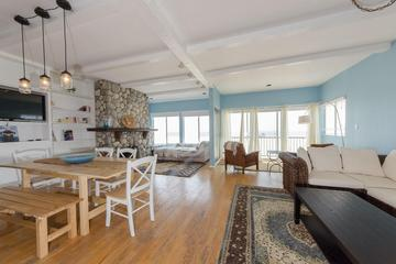 Pet Friendly 3-Bedroom Beachfront Home
