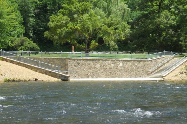Pet Friendly Nantahala River Ferebee Memorial Picnic Area