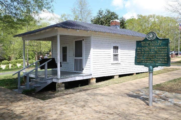 Pet Friendly Elvis Presley Birthplace