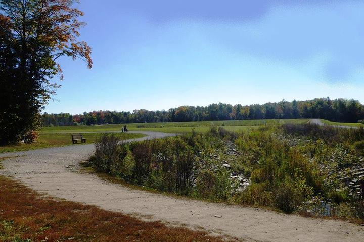 Pet Friendly Park des Jardins-Lavigne Off Leash Dog Park