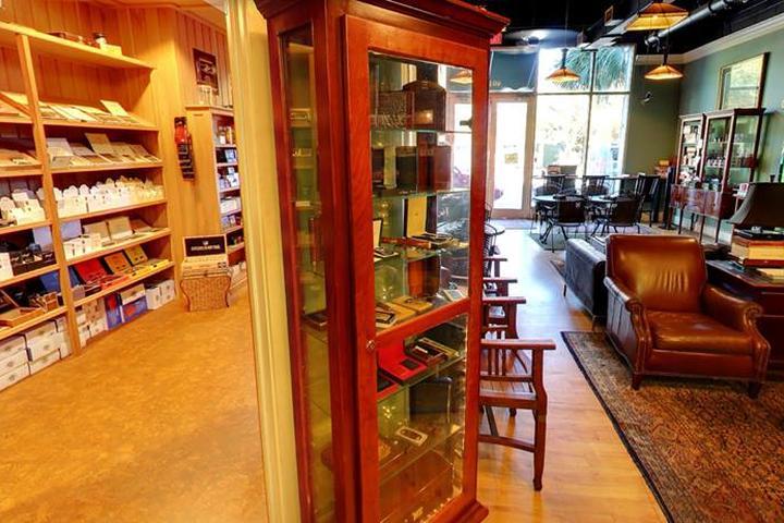Pet Friendly King's Leaf Cigar Lounge
