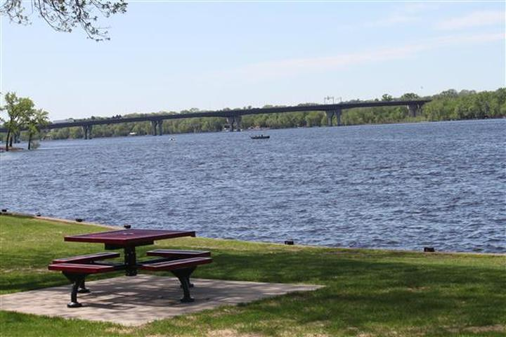 Pet Friendly LakeFront Park