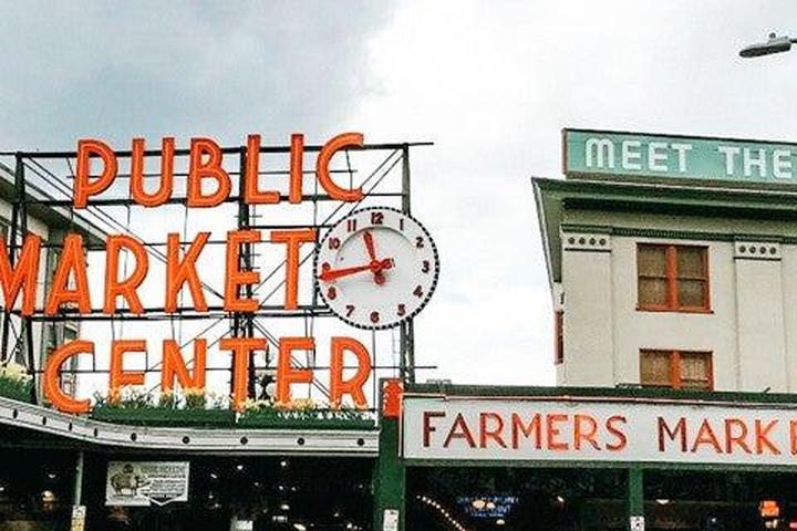 Pet Friendly Photo Shoot in Pike Place Market