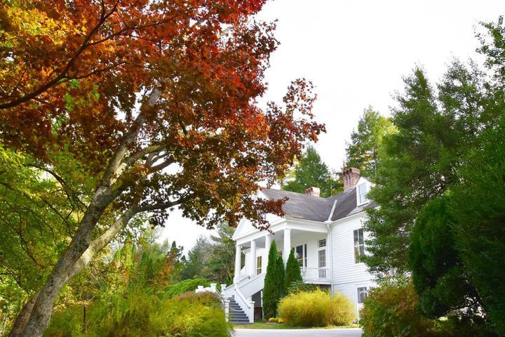 Pet Friendly Carl Sandburg Home National Historic Site