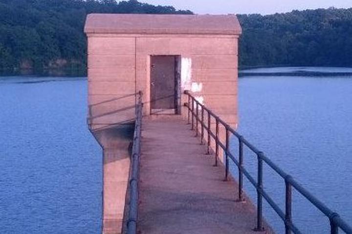Pet Friendly Wyandotte County Lake Off Leash Area