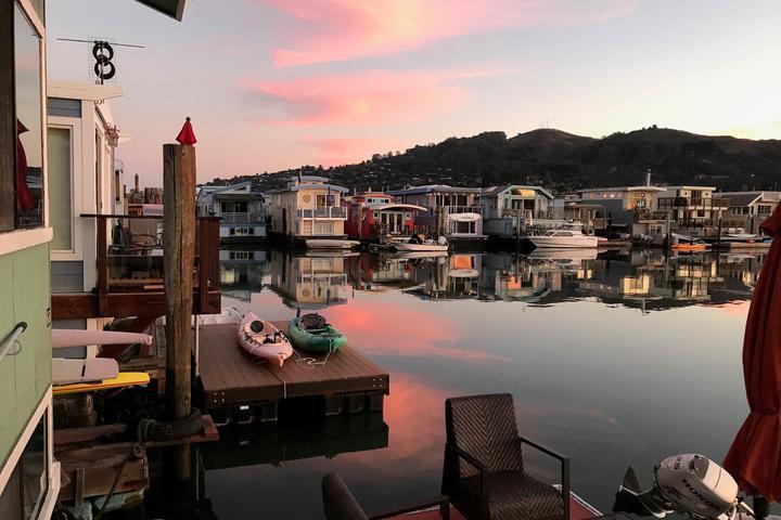 Pet Friendly Upscale Unique Houseboat Experience