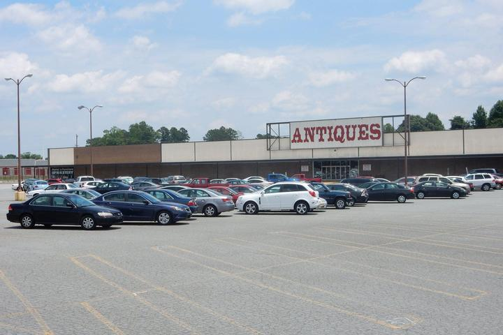 Pet Friendly Granddaddy's Antiques & Collectors Mall