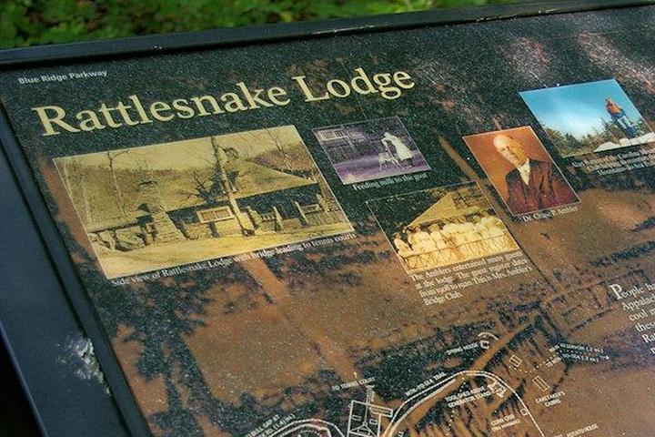 Pet Friendly Rattlesnake Lodge Trail