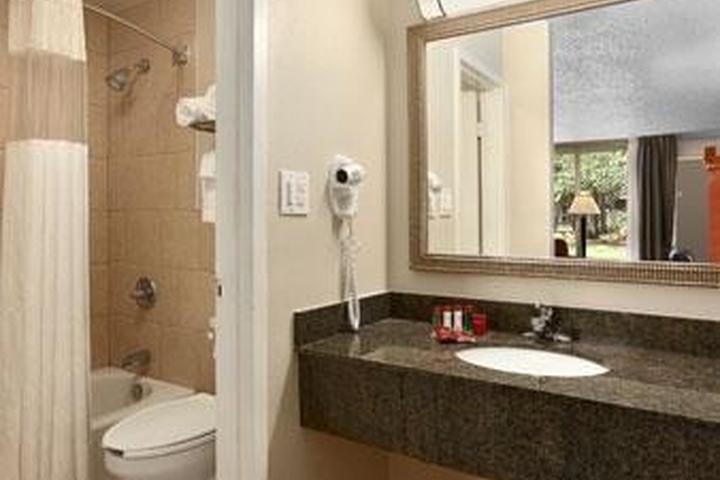 Pet Friendly Ramada Conference Center New Iberia