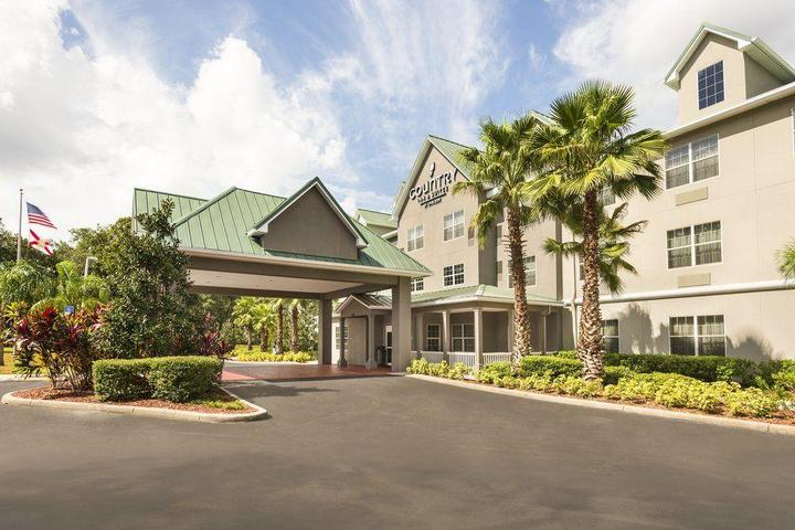 Pet Friendly Country Inn & Suites Tampa East