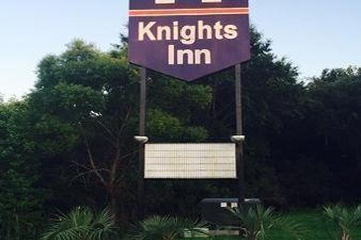 Pet Friendly Knights Inn Point South