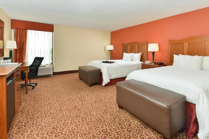 Pet Friendly Hampton Inn Chicago Carol Stream