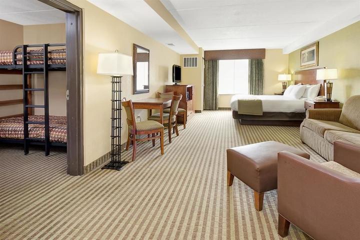 Pet Friendly Hotels in Cheyenne, WY - Bring Fido