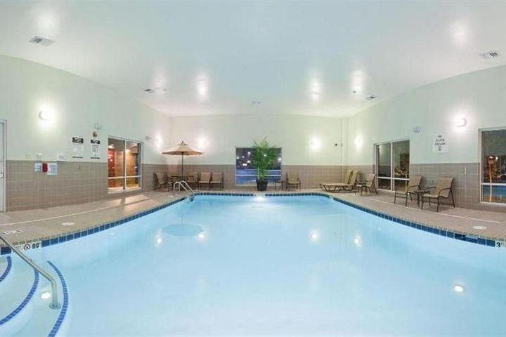 Pet Friendly Holiday Inn Express Hotel & Suites Lake Zurich Barrington