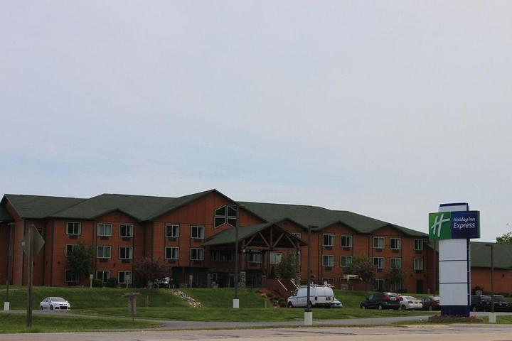 Pet Friendly Holiday Inn Express Munising Lakeview