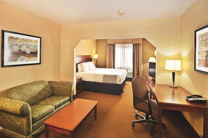 Pet Friendly Hotels in Erie, PA - Bring Fido