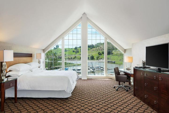 Pet Friendly Sheraton Sonoma County Hotel Petaluma