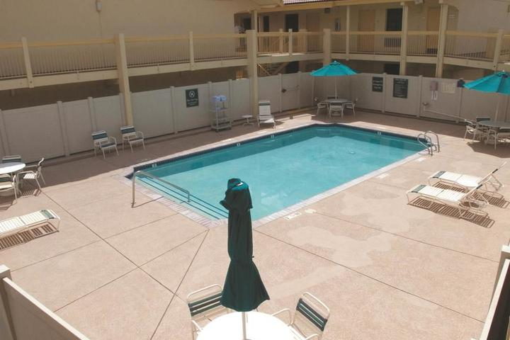 Pet Friendly Hotels In Reno Nv Bring Fido