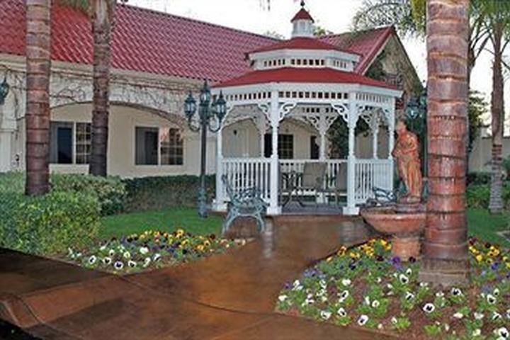 Pet Friendly Hotels in Redlands, CA - Bring Fido
