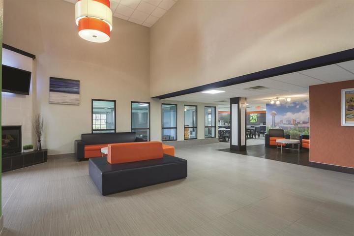 Pet Friendly La Quinta Inn & Suites Knoxville East
