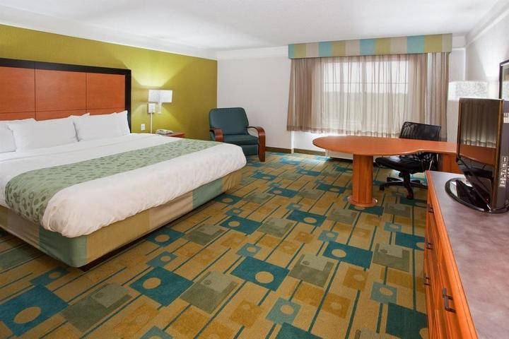 Pet Friendly La Quinta Inn & Suites Panama City