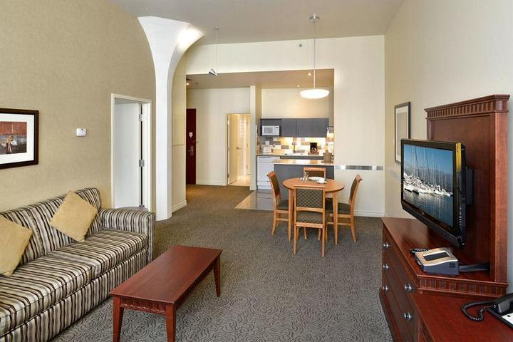 Pet Friendly Le Square Phillips Hotel And Suites
