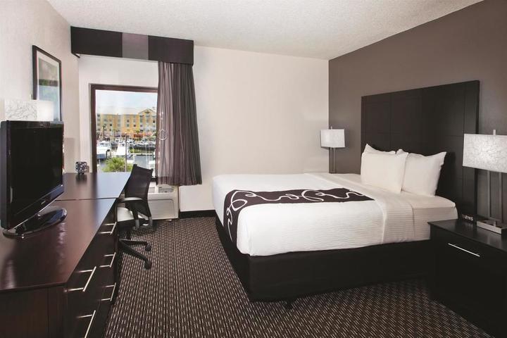 Pet Friendly La Quinta Inn & Suites Charleston Riverview