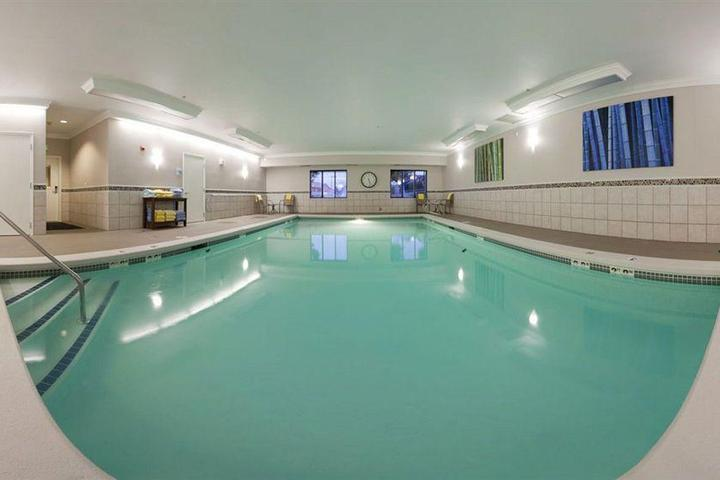 Pet Friendly Holiday Inn Express Hotel & Suites Puyallup