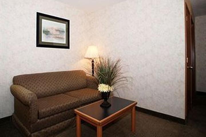 Pet Friendly Quality Inn & Suites South Obetz