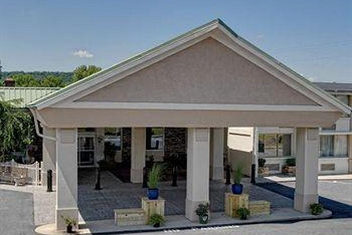 Pet Friendly Comfort Inn Lancaster County North