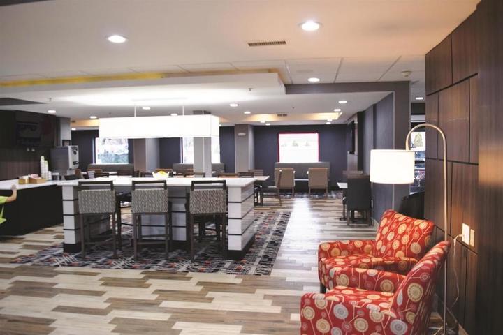 Pet Friendly La Quinta Inn & Suites DC Metro Capitol Beltway