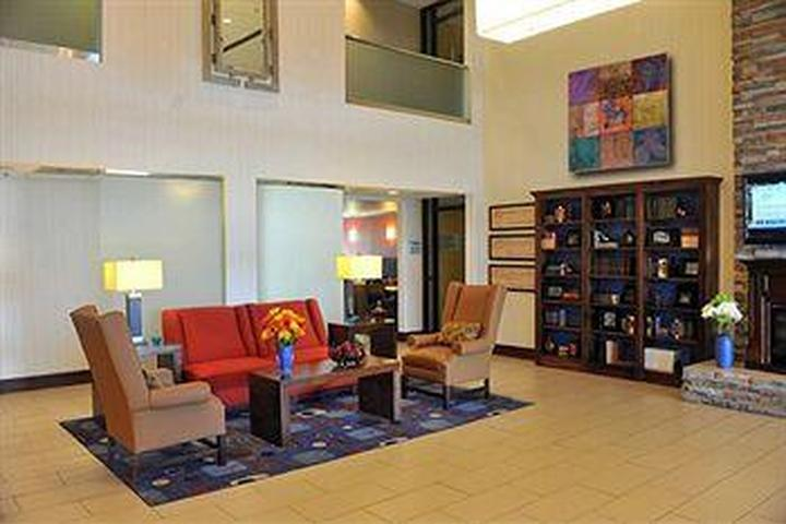 Pet Friendly Holiday Inn Express Hotel & Suites New Albany