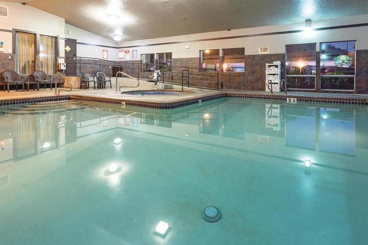 Pet Friendly La Quinta Inn & Suites Portland NW