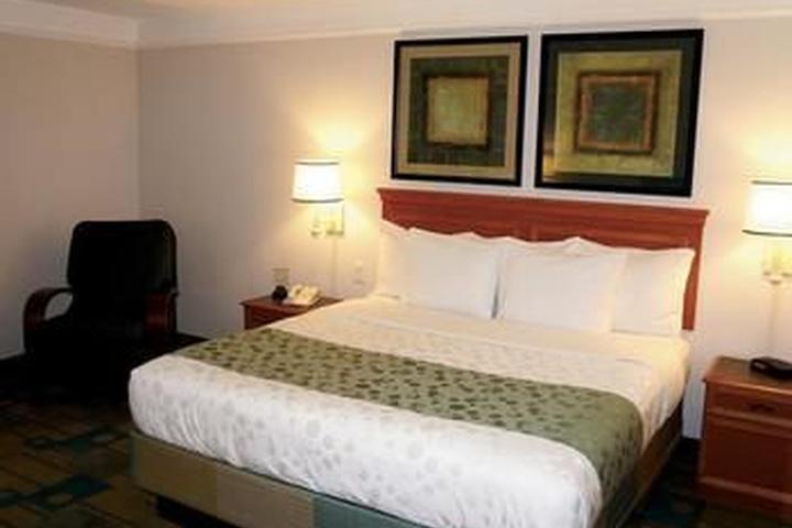 Pet Friendly La Quinta Inn & Suites Atlanta Conyers
