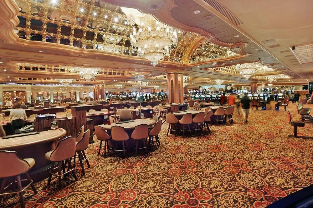 Trump taj mahal casino resort featuring the chairmans for Trump tower jersey city rentals