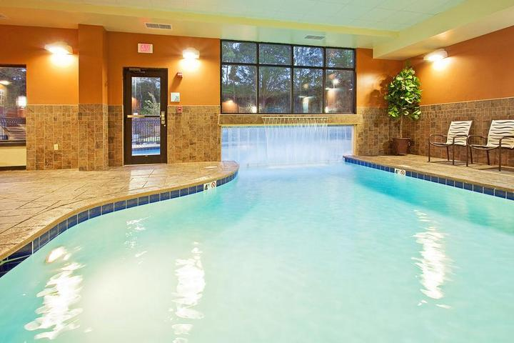 Pet Friendly Holiday Inn Express and Suites Knoxville Clinton