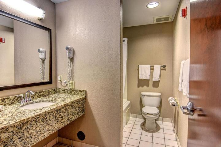 Pet Friendly Holiday Inn Express Hotel & Suites Wallace Hwy 41