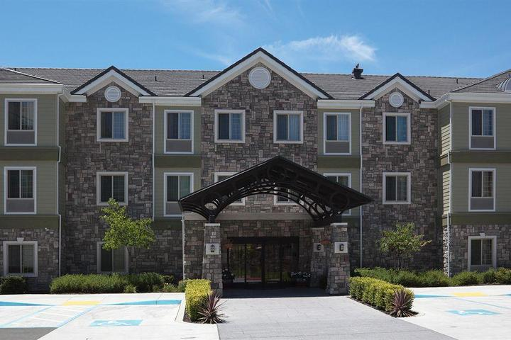 Pet Friendly Staybridge Suites Fairfield Napa Valley