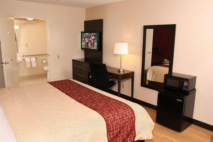 Pet Friendly Red Roof PLUS+ Pittsburgh East Monroeville