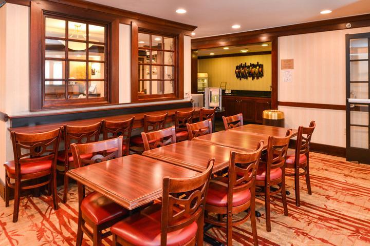 Pet Friendly Best Western Plus Black Rock Inn