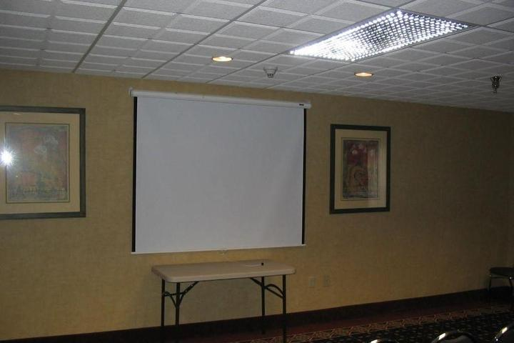 Pet Friendly Holiday Inn Express Hotel & Suites Laurinburg
