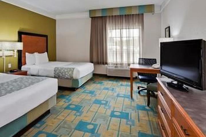 Pet Friendly La Quinta Inn & Suites Ft. Lauderdale Airport