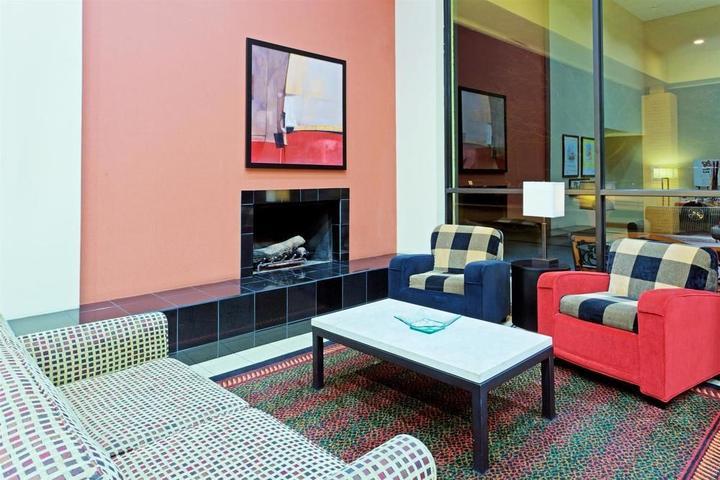 Pet Friendly La Quinta Inn & Suites Armonk