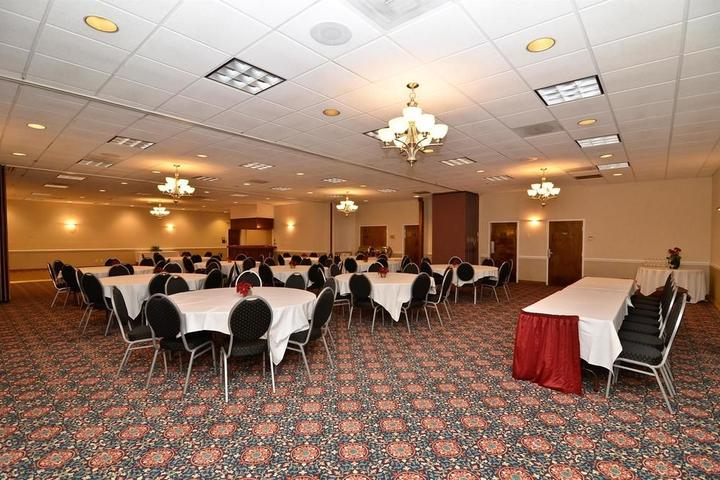 Pet Friendly Best Western Leesburg Hotel & Conference Center